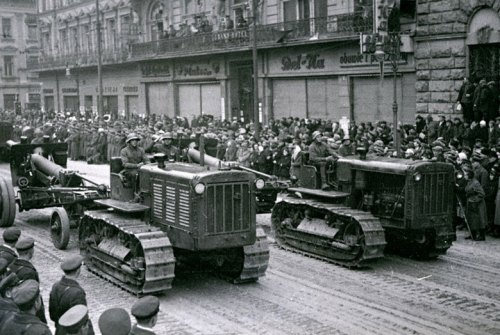 Soviets parading through the streets of Lwow in 1939, before the Nazis took over this part of Poland. Photo Credit.
