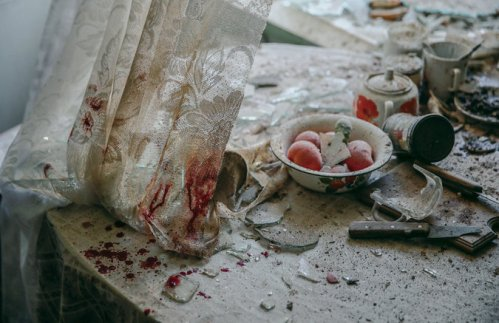 Kitchen scene in Donetsk, Ukraine, August 2014. // Sergei Ilnitsky